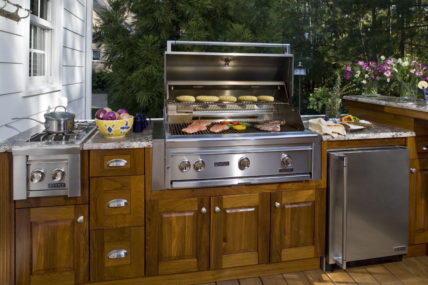 Ewing cabinet the ewing companies for Design outdoor kitchen online